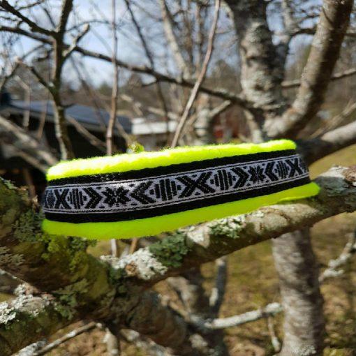 Hundhalsband 24 är ett hundhalsband som finns i olika storlekar och olika mönster. Vi skickar över hela landet mot en fraktavgift.