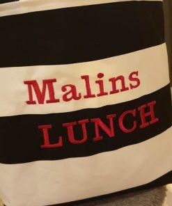 Lunchväska 605 med text på.
