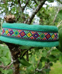 Hundhalsband 1 är ett hundhalsband som finns i olika stolekar och olika mönster. Vi skickar över hela landet mot en fraktavgift.