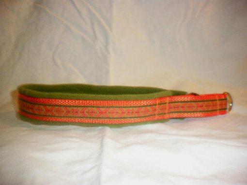 Hundhalsband 11 är ett hundhalsband som finns i olika storlekar och olika mönster. Vi skickar över hela landet mot en fraktavgift.