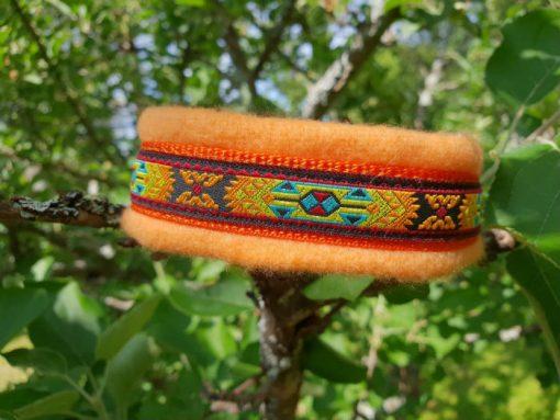 Hundhalsband 14 är ett hundhalsband som finns i olika storlekar och olika mönster. Vi skickar över hela landet mot en fraktavgift.