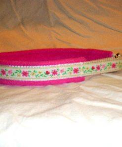 Hundhalsband 17 är ett hundhalsband som finns i olika storlekar och olika mönster. Vi skickar över hela landet mot en fraktavgift.