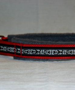 Hundhalsband 23 är ett hundhalsband som finns i olika storlekar och olika mönster. Vi skickar över hela landet mot en fraktavgift.
