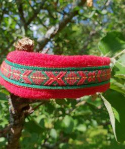 Hundhalsband 7 är ett hundhalsband som finns i olika storlekar och olika mönster. Vi skickar över hela landet mot en fraktavgift.