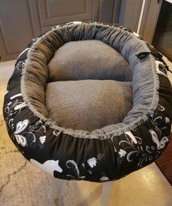 Mysbubbla 13 är en oval hundbädd som man kan få i olika storlekar