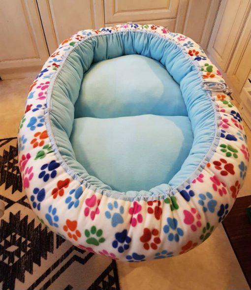 Mysbubbla 27 är en oval hundbädd med tassar som mönster som man kan få i olika storlekar. Vi skickar över hela landet mot en fraktavgift