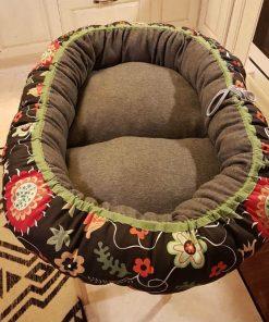 Mysbubbla 28 är en oval hundbädd med blommor som mönster som man kan få i olika storlekar. Vi skickar över hela landet mot en fraktavgift