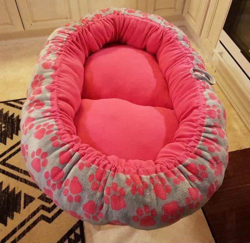 Mysbubbla 29 är en oval hundbädd med tassar som mönster som man kan få i olika storlekar. Vi skickar över hela landet mot en fraktavgift