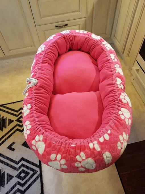 Mysbubbla 30 är en oval hundbädd med blommor som mönster som man kan få i olika storlekar. Vi skickar över hela landet mot en fraktavgift