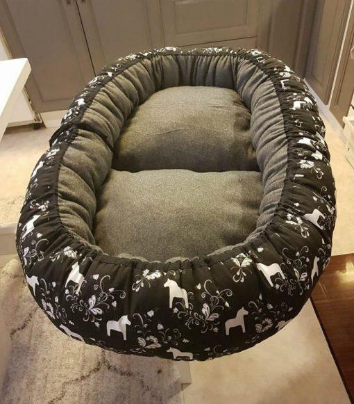 Mysbubbla 35 är en oval hundbädd som man kan få i olika storlekar. Vi skickar över hela landet mot en fraktavgift