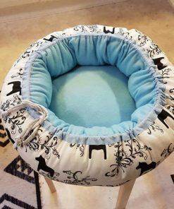 Mysbubbla 39 är en rund hundbädd med hästar som mönster. Går att få i olka storlekar. Vi skickar i hela landet mot en fraktavgift
