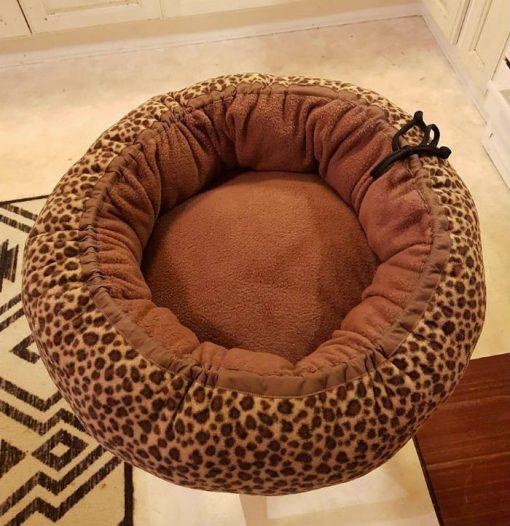Mysbubbla 45 är en hundbädd som man kan få i olika storlekar. Vi skickar i hela landet mot en fraktavgift.