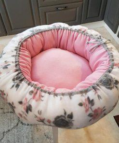 Mysbubbla 6 är en hundbädd med rosor som mönster