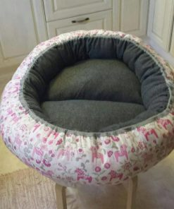 Mysbubbla 62 är en oval hundbädd med blommor som mönster som man kan få i olika storlekar. Vi skickar över hela landet mot en fraktavgift