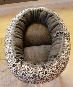 Mysbubbla 65 är en oval hundbädd med blommor som mönster som man kan få i olika storlekar. Vi skickar över hela landet mot en fraktavgift
