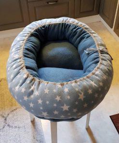 Mysbubbla 70 är en oval hundbädd med Stjärnor som mönster som man kan få i olika storlekar. Vi skickar över hela landet mot en fraktavgift