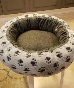 Mysbubbla 78 är en hundbädd som har tassar som motiv .som man kan få i olika storlekar. Vi skickar i hela landet mot en fraktavgift.