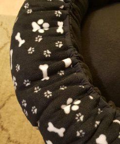 Mysbubbla 79 är en hundbädd som har hundben och tassar som motiv .som man kan få i olika storlekar. Vi skickar i hela landet mot en fraktavgift.