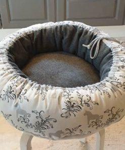 Mysbubbla 91 är en rund hundbädd Går att få i olika storlekar. Vi skickar i hela landet mot en fraktavgift.