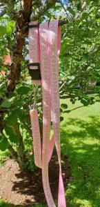 Rosa koppel med daladekor som mönster med ställbart hudhalsband